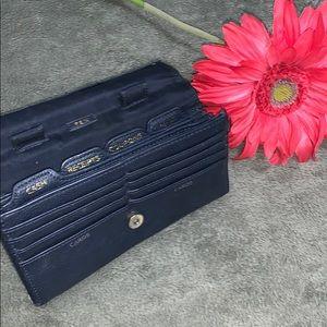 Liz Claiborne Bags - 🍉 Vintage Liz Claiborne wallet